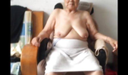 Chica desnuda nudistas mujeres adultas teniendo sexo de relax en la playa